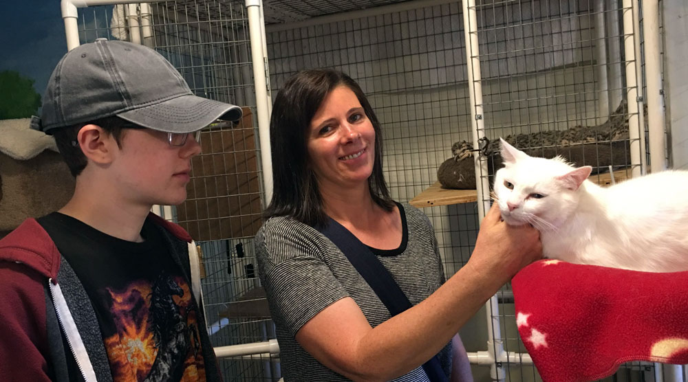 Vickie Petting Noah